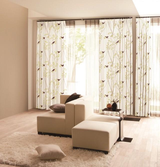 個性的な切り絵調の花モチーフのカーテン