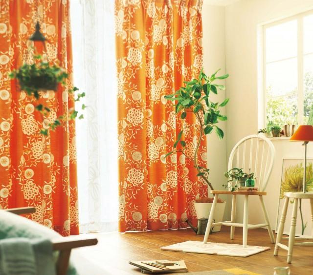 どのインテリアにも合うナチュラルな発色のカーテン