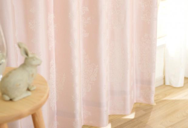 薄いピンクのカーテンコーディネート