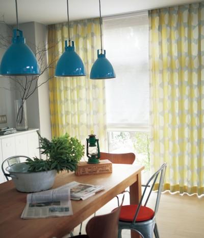 発色の良い北欧柄をデザインしたドレープカーテン