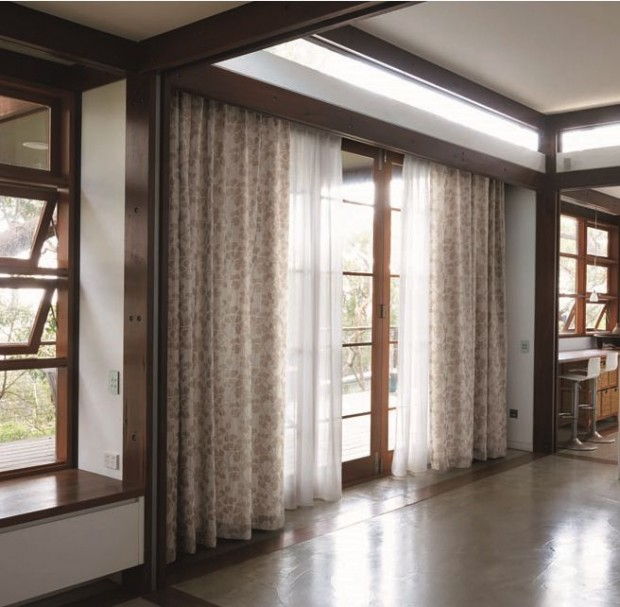光が差し込む和室カーテン065_D9110