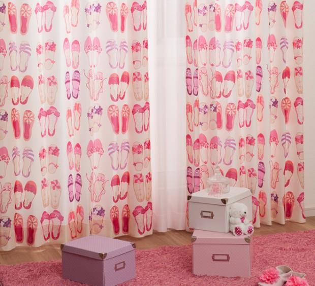 パンプスやバレーシューズをイメージしたドレープカーテンイメージ