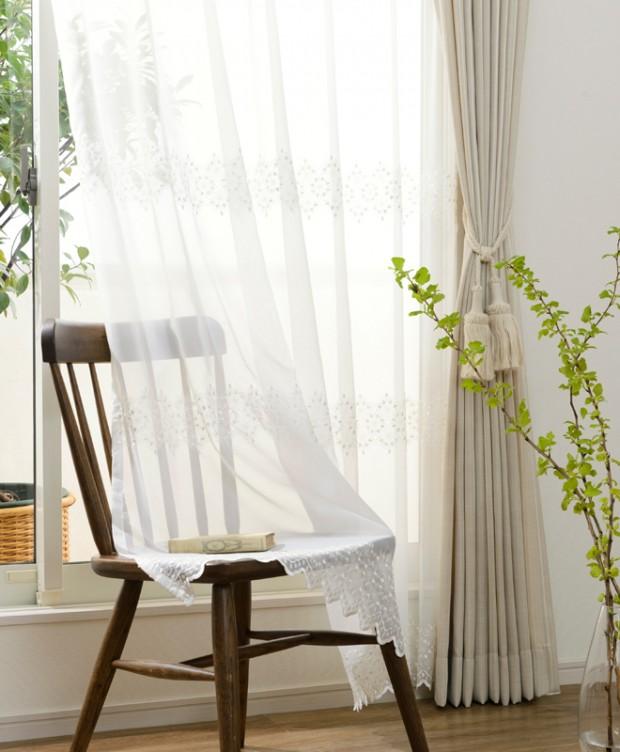 刺繍が横に流れるエレガントレースカーテン