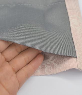 防寒効果のある二重カーテン