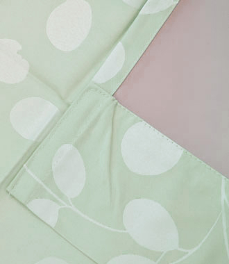 アクリル樹脂コーティング加工された遮光カーテン
