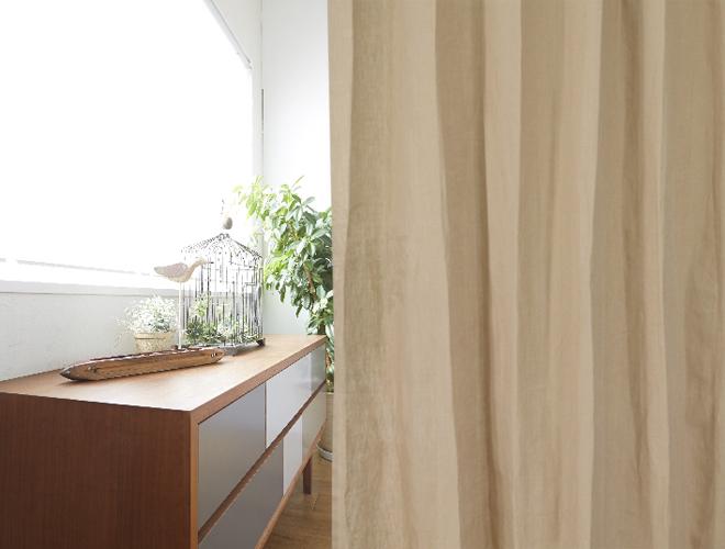 ナチュラルカラーの定番で木目調の家具にも合わせやすいカラー