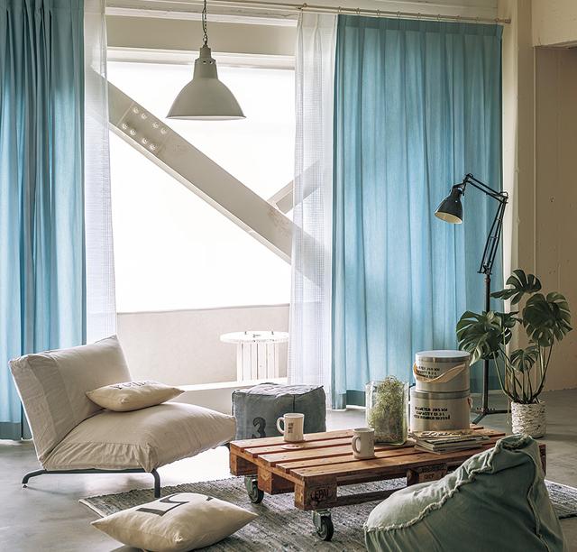 ブルー青色カーテンのコーディネート例