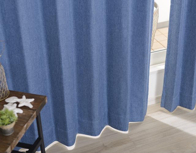 麻のような風合いの生地が魅力的なブルー系カーテン