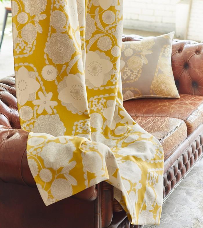 フェミニンなお花のモチーフのシルバープリントの2級遮光カーテン プリム