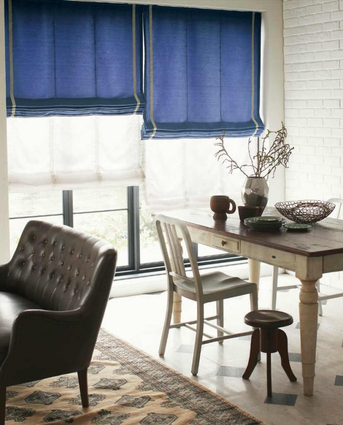 大きな窓でのシェードカーテンイメージ画像