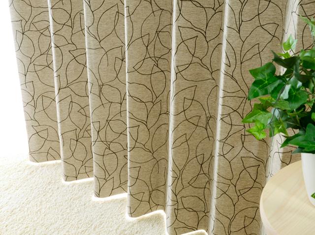 リーフ柄の線描きプリントの遮光カーテン