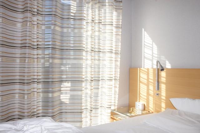 光が入り込む寝室カーテン