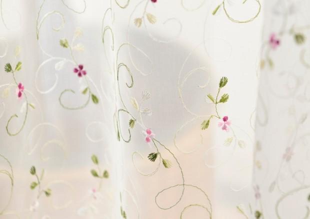 刺繍糸をあしらったトルコレースカーテン