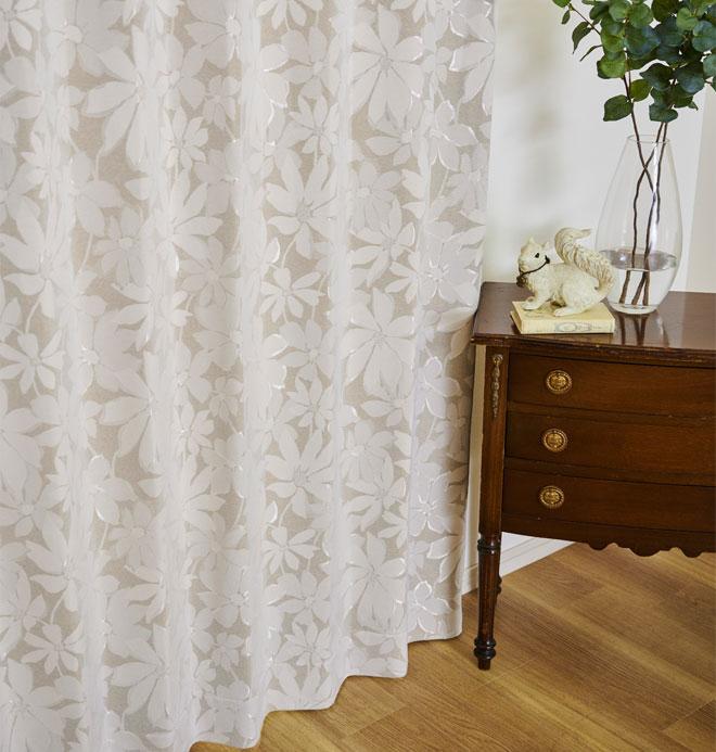 優しいカラーが魅力の大きな花柄ジャガード織の裏地付き3級遮光カーテン パラメ