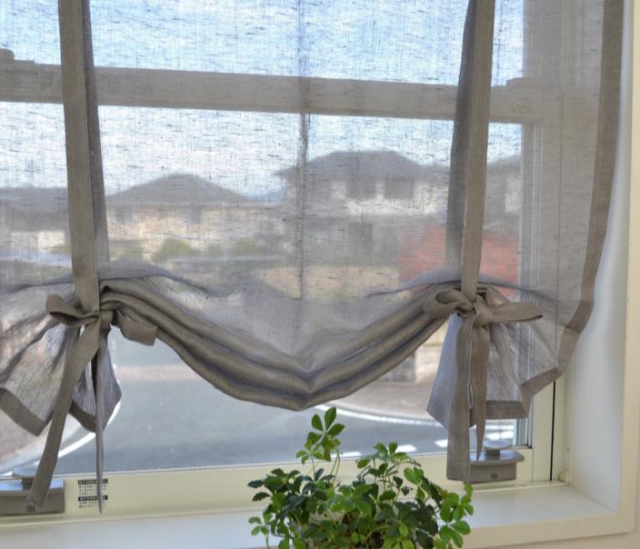 光を入れながら視線隠す小窓カーテン