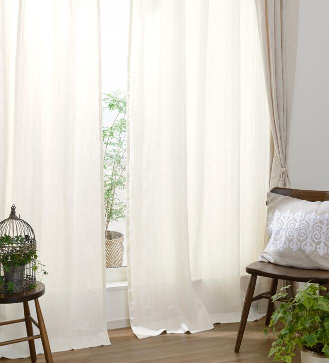 上品な透け感と柔らかな素材感で 上質感漂う窓辺を演出