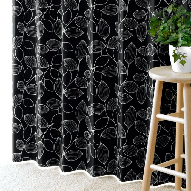 植物柄の黒系(ブラック)カーテン