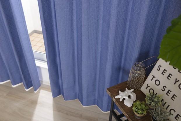 青色カーテンのコーディネート例