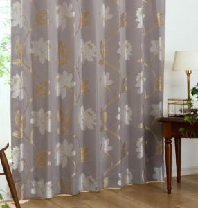 ジャガード織りによる花柄カーテン